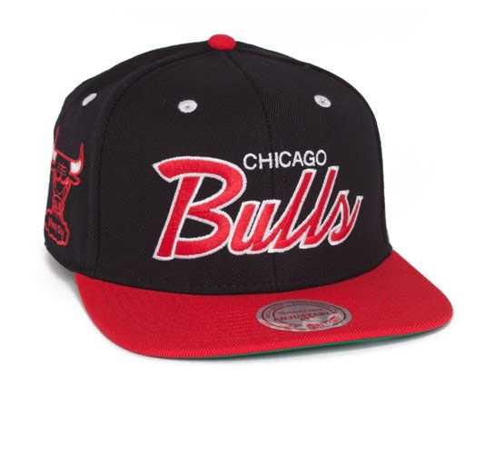 Mitchell & Ness Chicago Bulls Vintage Script Snapback Cap (Black/Red)