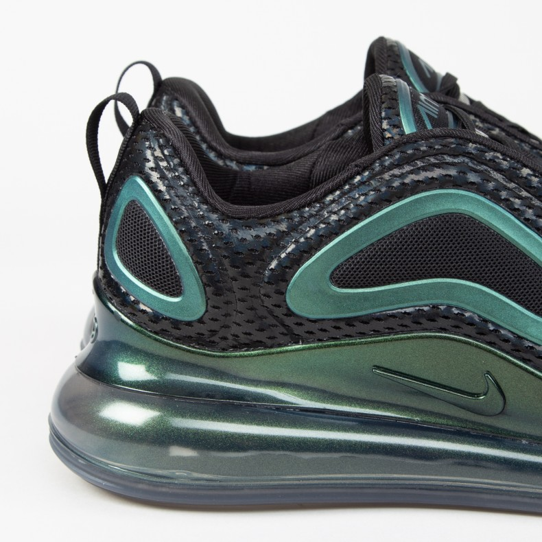 nike air max 720 iridescent trainers in black