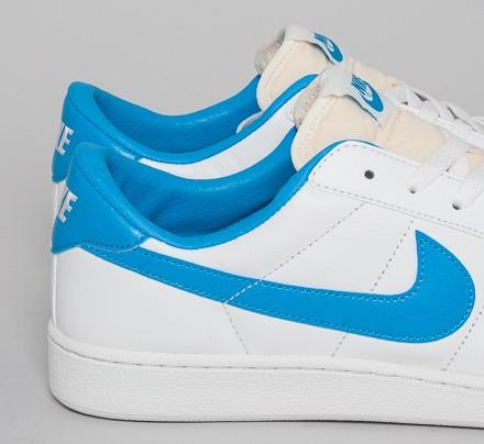 Risa Mecánicamente voltaje  Nike Tennis Classic RM (Summit White/Vivid Blue) - Consortium
